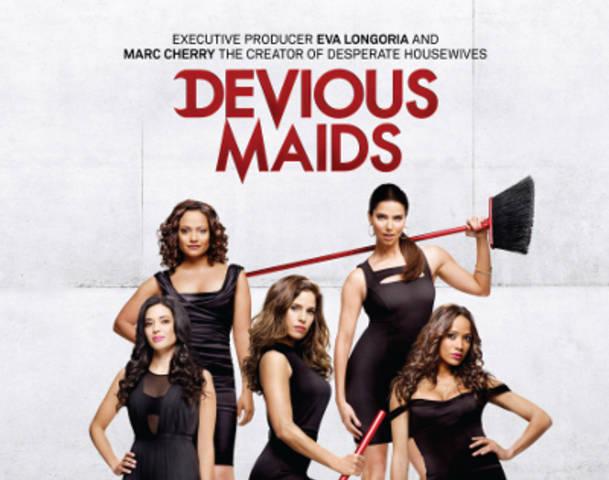 devious maids-title
