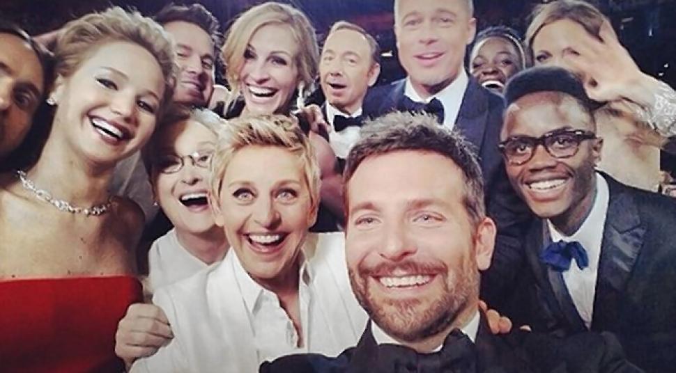 ellen degeneres-oscars selfie-2014